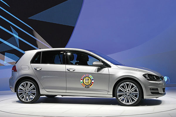 2013 Volkswagen Golf wins 2013 Car of The Year